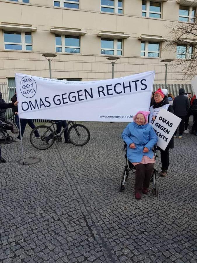 OMAS-sitzen-auch-mal